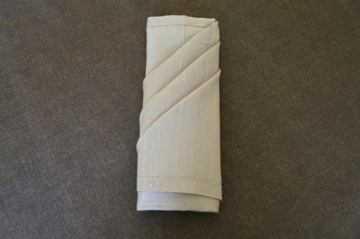 serviette-noel-pliage-de-serviette-en-papier-pour-noel