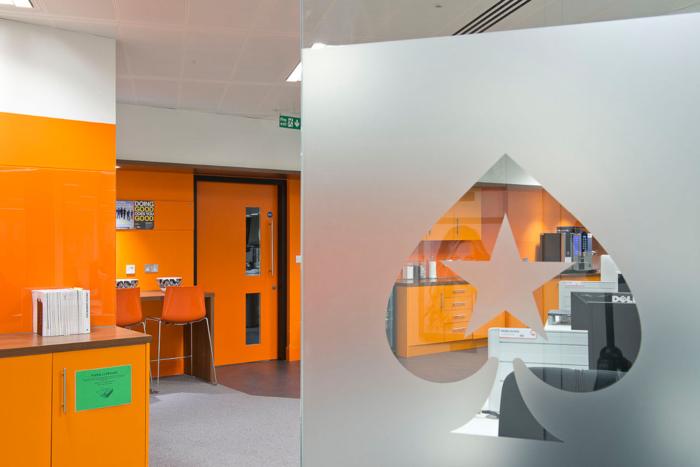 siege-de-poker-stars-idee-interieur-office-space-design
