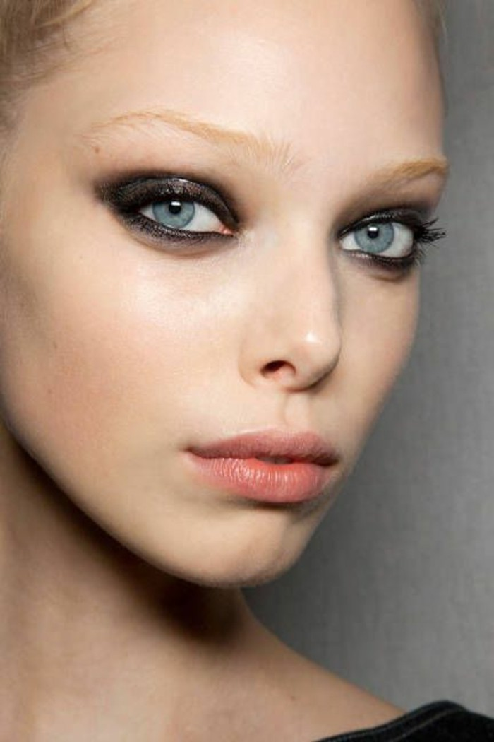 smokey-eyes-pour-yeux-bleus-idee-tuto-maquillage-yeux-bleus-comment-se-maquiller-les-yeux