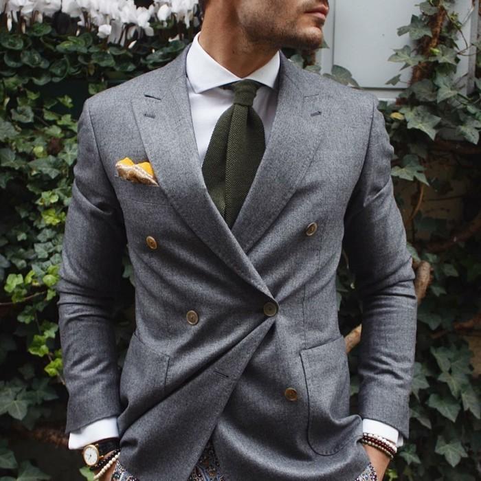 smoking-homme-ou-costume-bleu-marine-gris