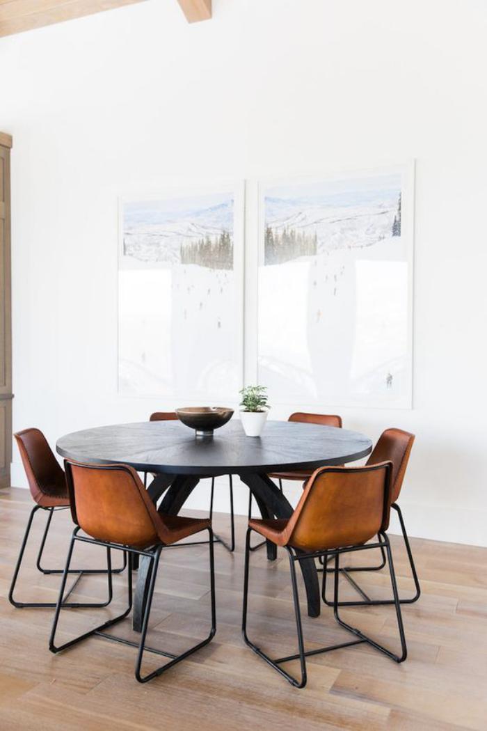 table-de-salle-à-manger-table-dinatoire-noire-chaises-design