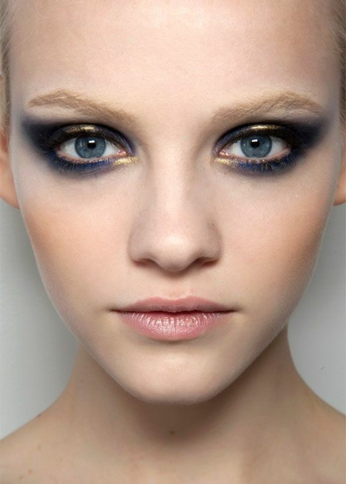 technique-de-maquillage-smokey-eye-en-bleu-et-or-maquillage-paupiere-tendance