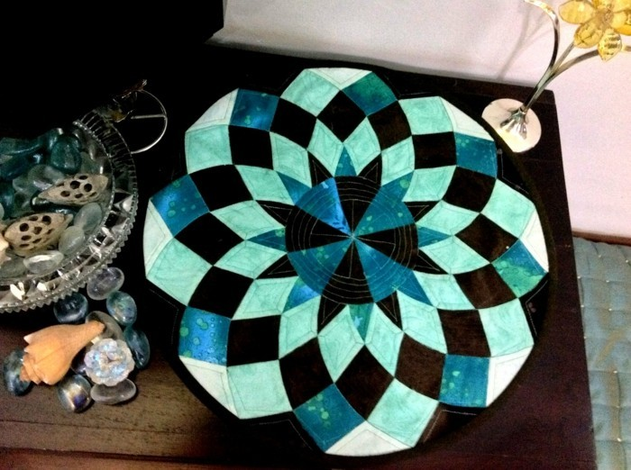 toile-cirée-ronde-nappe-papier-turquoise