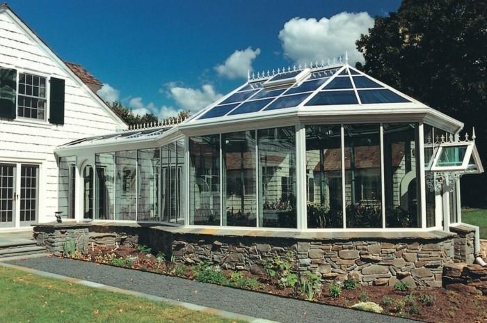 une-très-jolie-extension-de-maison-style-rustique-veranda-victorienne-et-moderne-à-la-fois-modele-de-veranda-en-bois