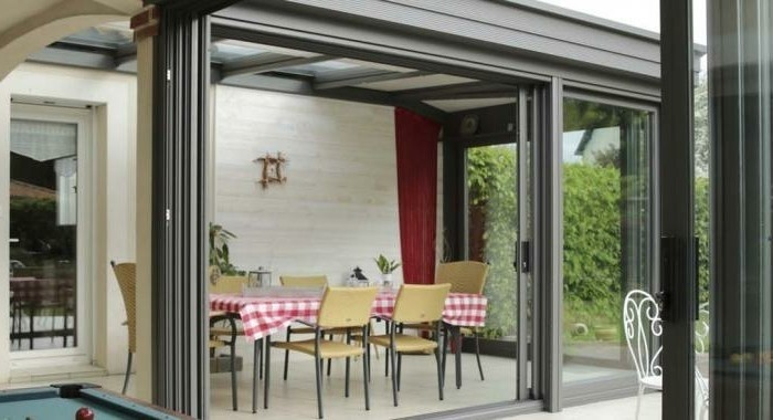veranda-alu-modele-de-veranda-homéa-intérieur-aménagé-en-salle-à-manger