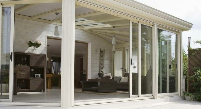 veranda-concept-alu-gamme-armonia-style-rustique-grandes-vitrages-à-contrôle-solaire