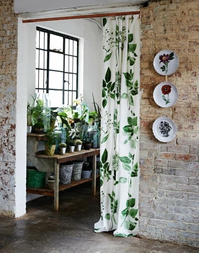 veranda-moderne-botanique-adossée-à-un-mur-en-briques-une-suggestion-extraordinaire