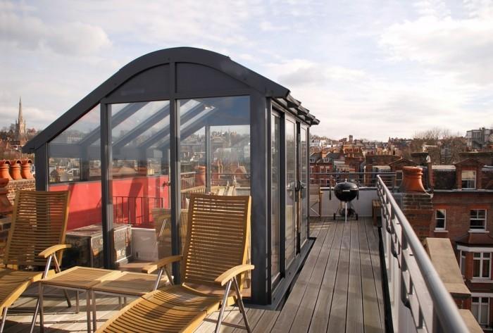 veranda-moderne-construite-sur-le-toit-d-un-bâtiment-moderne-construire-une-veranda-en-pleine-ville-jolie-vue-sur-toute-la-ville