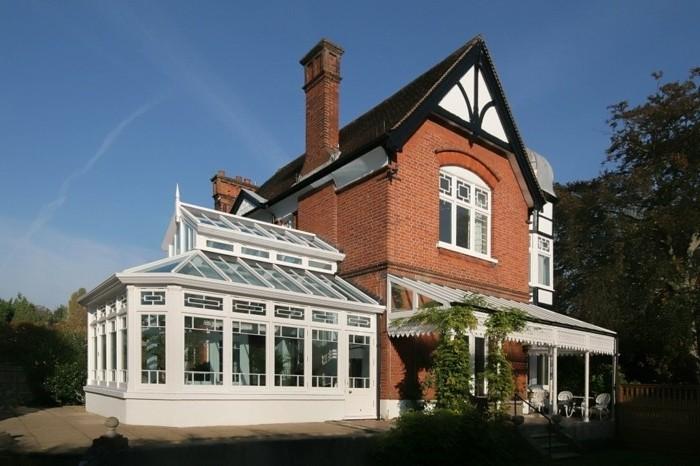 veranda-moderne-en-bois-jolie-extension-de-maison-en-blanc-maison-styles-rustique-paysage-pittoresque
