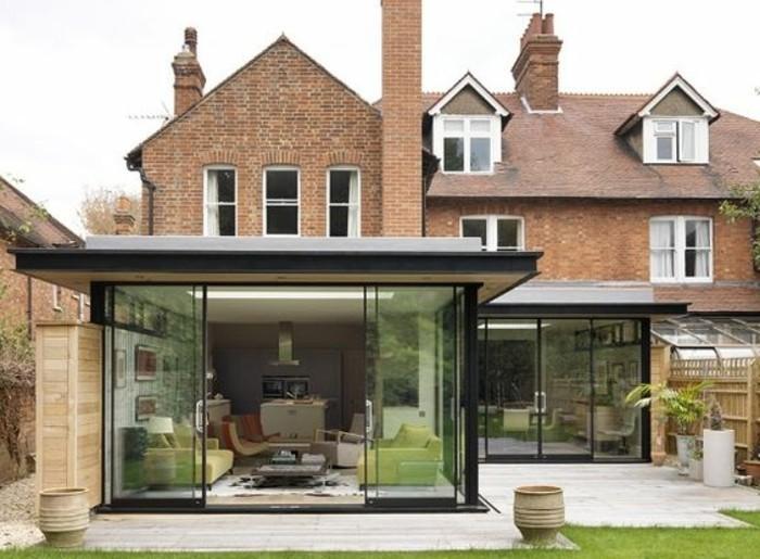 veranda-moderne-en-noir-une-extension-maison-créant-un-contraste-veranda-très-accueillante