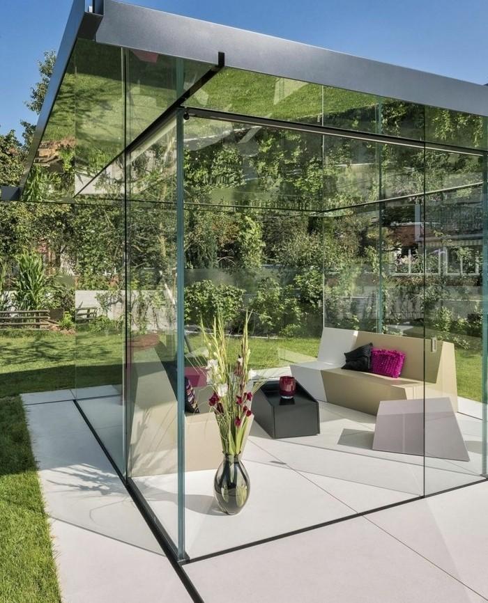 veranda-moderne-un-oasis-moderne-dans-la-verdure-modele-veranda-en-verre-toit-veranda-plat