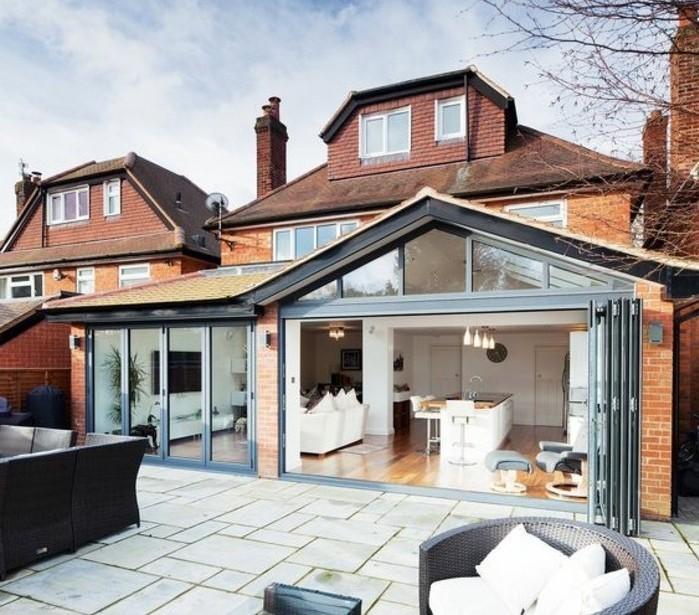 veranda-moderne-un-petit-studio-aménagé-à-côté-de-la-maison-deco-veranda-à-la-mode