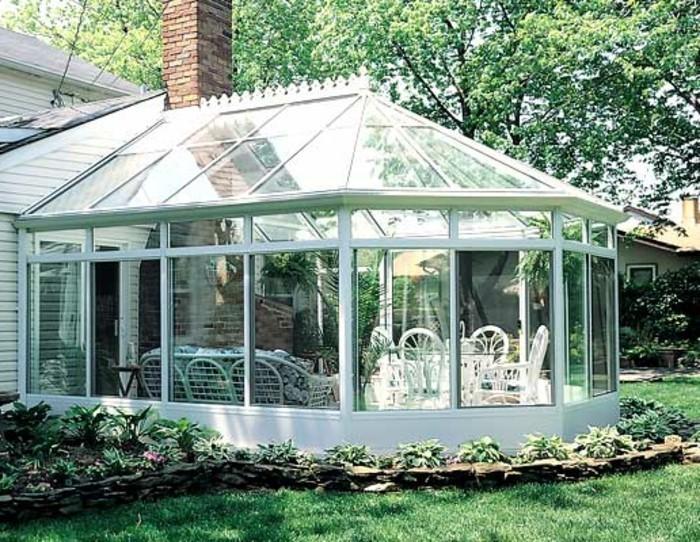 veranda-style-victorien-en-blanc-modele-de-veranda-très-lumineuse-style-et-esthétisme