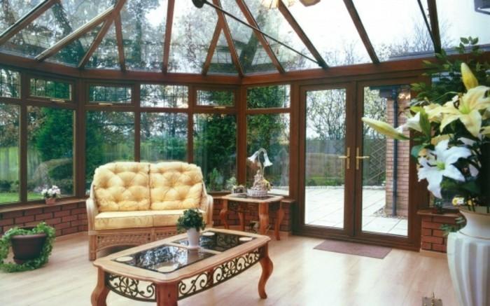 veranda-victorienne-armature-en-bois-vitrage-aménagement-veranda-style-vintage