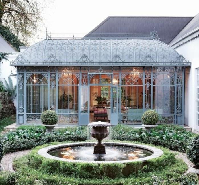 veranda-victorienne-impressionnante-veranda-luxe-et-très-spacieuse-aménagée-avec-des-meubles-et-objets-vintage
