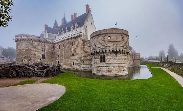 visite-nantes-chateau-des-ducs-matin-douves-