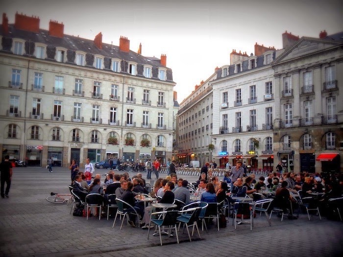 visiter-nantes-place-bouffay-bars