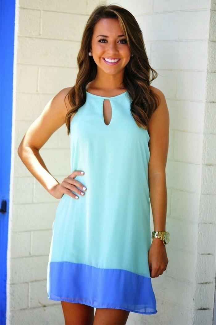 voir-la-meilleure-coloration-claire-sur-cheveux-foncés-robe-bleue