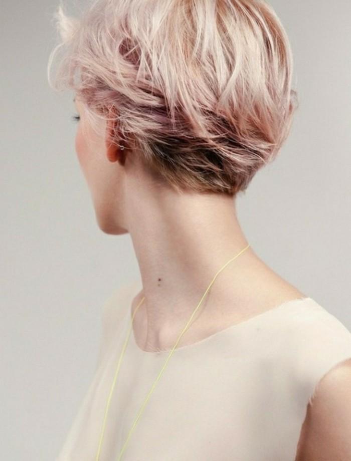 0-coupe-courte-femme-cheveux-rose-blonde-nuances-colores-dans-les-cheveux