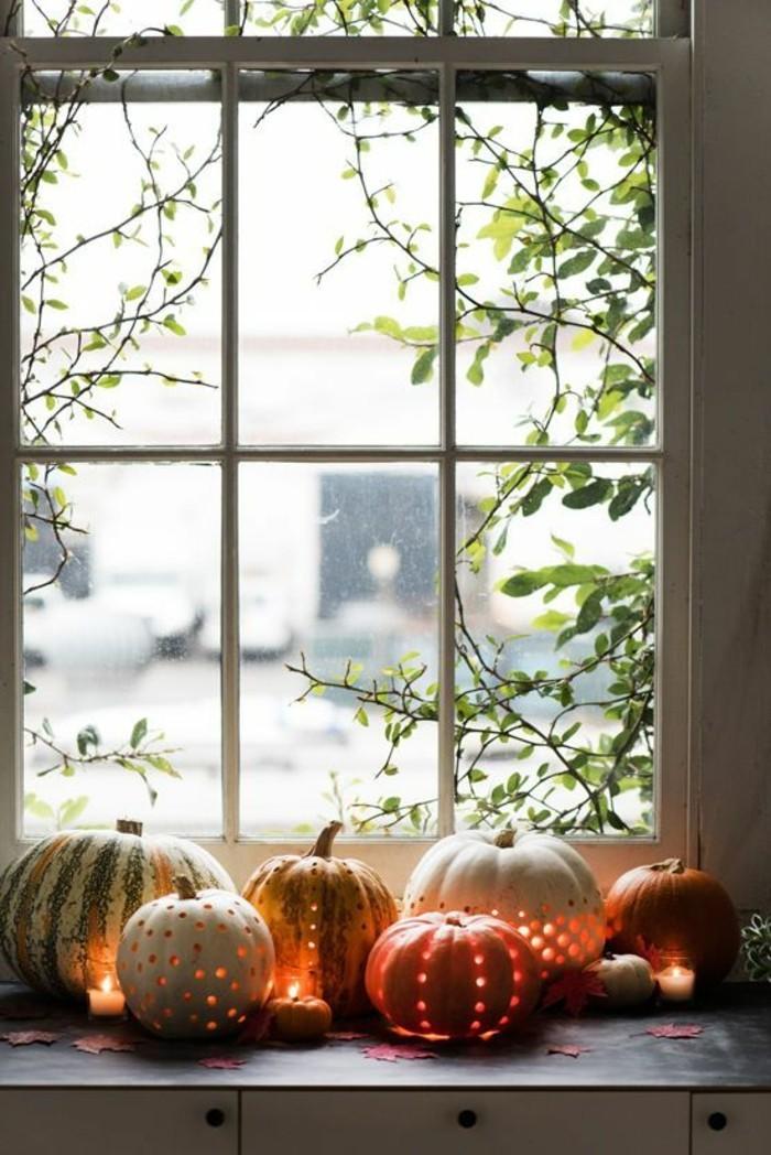 0-originale-deco-halloween-bricolage-activite-manuelle-adulte-avec-citrouilles-oranges