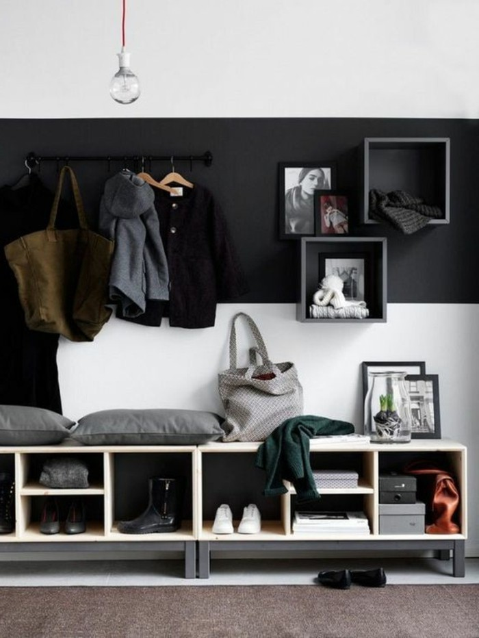 00-vestiaire-d-entree-design-mural-en-bois-noir-mur-blanc-et-noir-tapis-d-entree