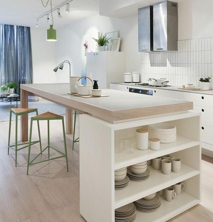 couleur-mur-cuisine-blanche-meubles-cuisine-blancs-plan-de-travail-en-bois-avec-espace-de-rangement-tabouret-design-intéressant-cuisine-lumineuse