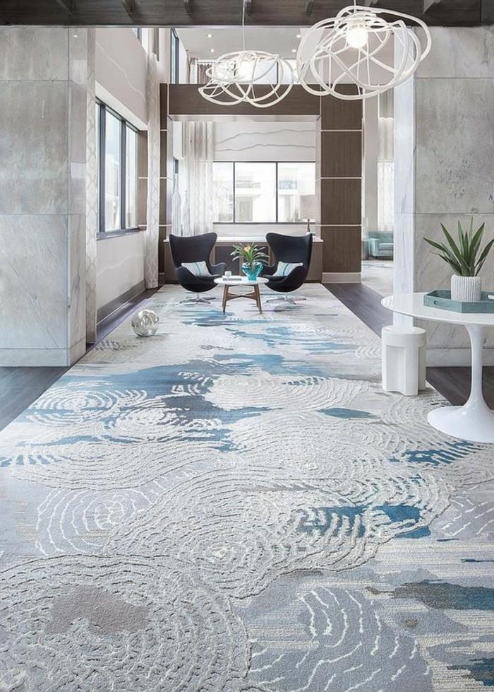 10-tapis-de-couloir-deux-fauteuils-deux-lampions