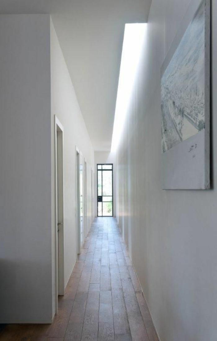 100-Luminaire pour couloir. Tout en blanc.