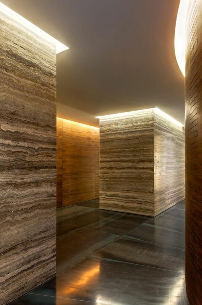 102-Luminaires couloir. Couleur marron.