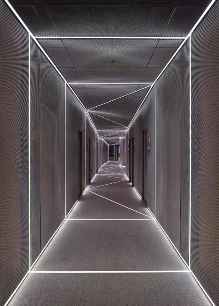 103-Luminaires couloir. Couleur grise