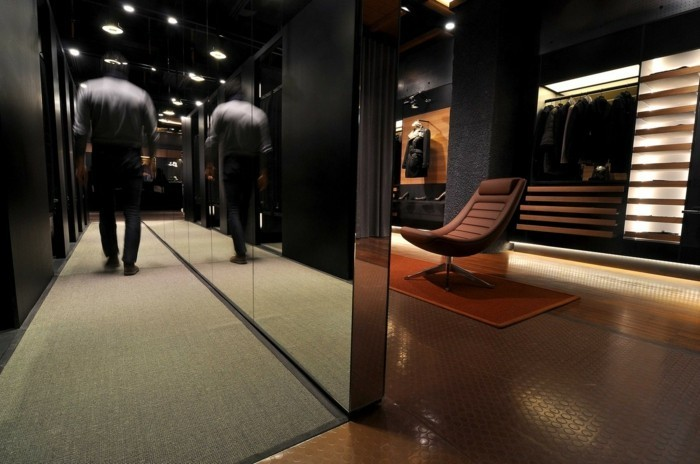 103-miroir-feng-shui-un-fauteuil-une-figure-humaine