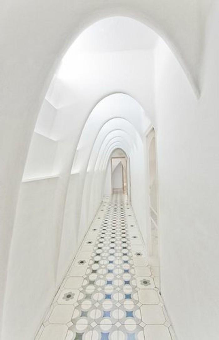 107-Luminaires couloir. Couleur blanche.