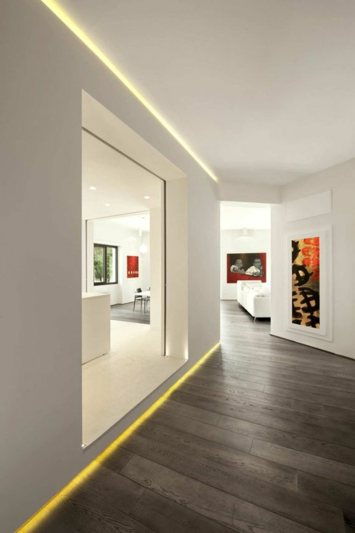 111-Luminaires couloir. Plancher noir.