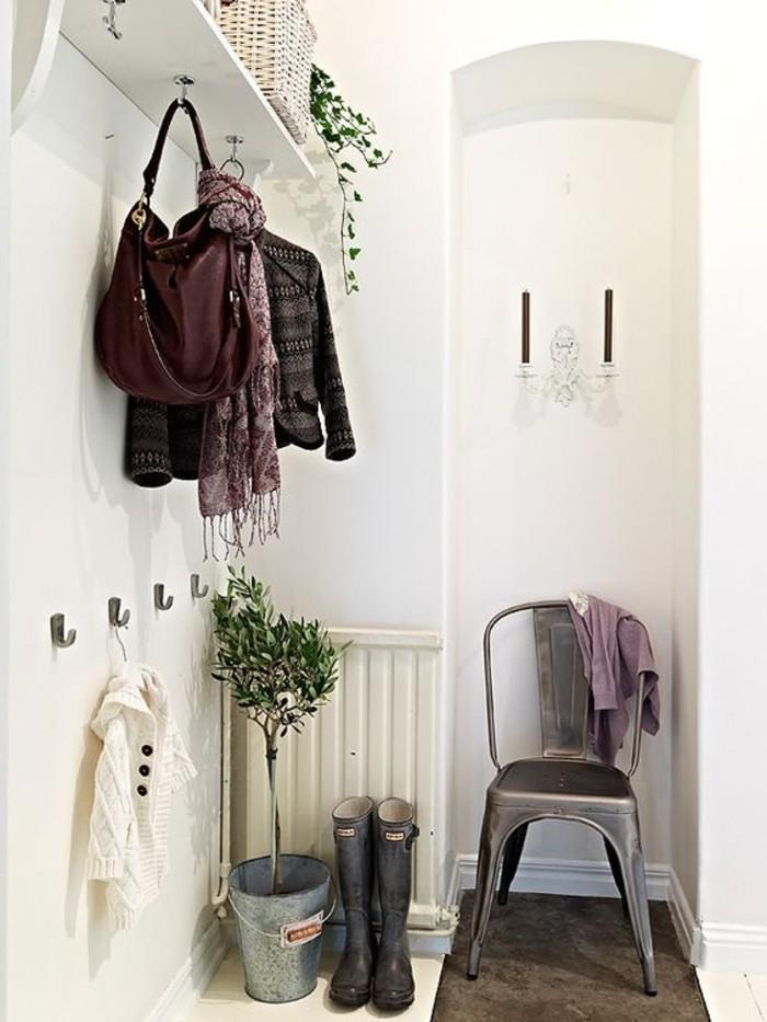 121-amenager-un-couloir-une-chaise-resized