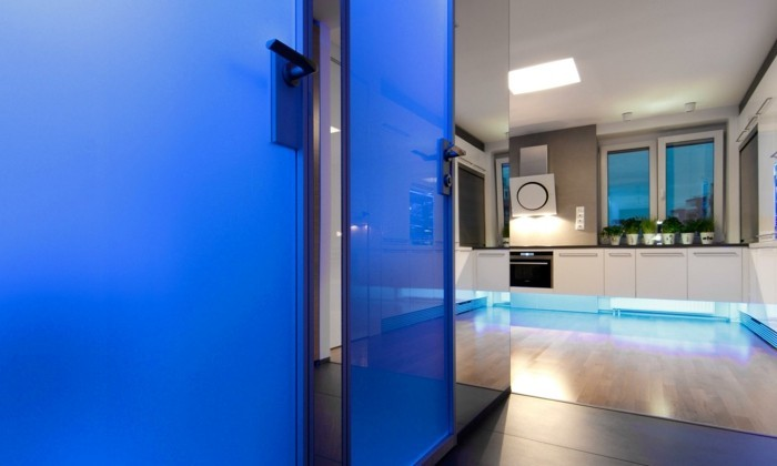 132-feng-shui-miroir-un-mur-bleu