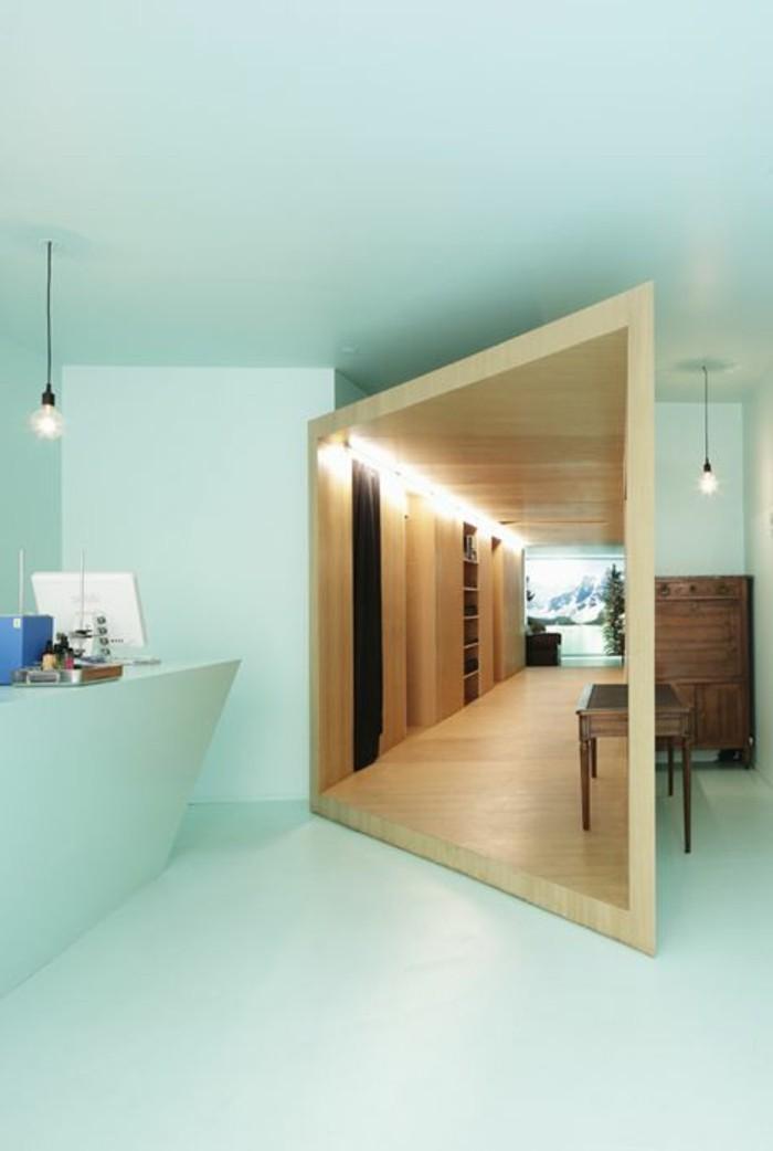 16-miroir-couloir-la-couleur-est-le-bleu