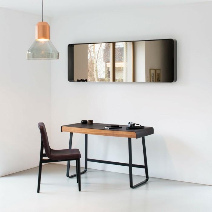 175-grand-miroir-chambre-une-table-et-une-chaise