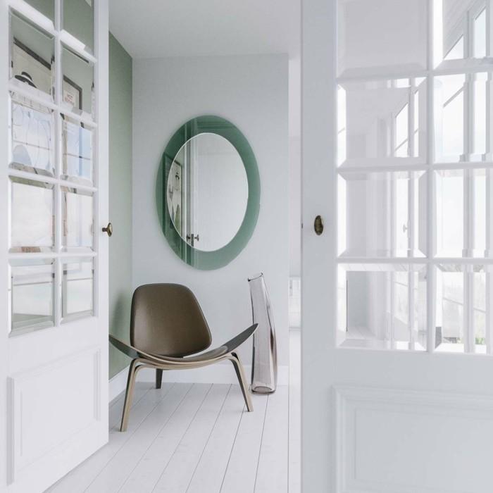 176-grand-miroir-chambre-un-plancher-et-des-portes-blancs