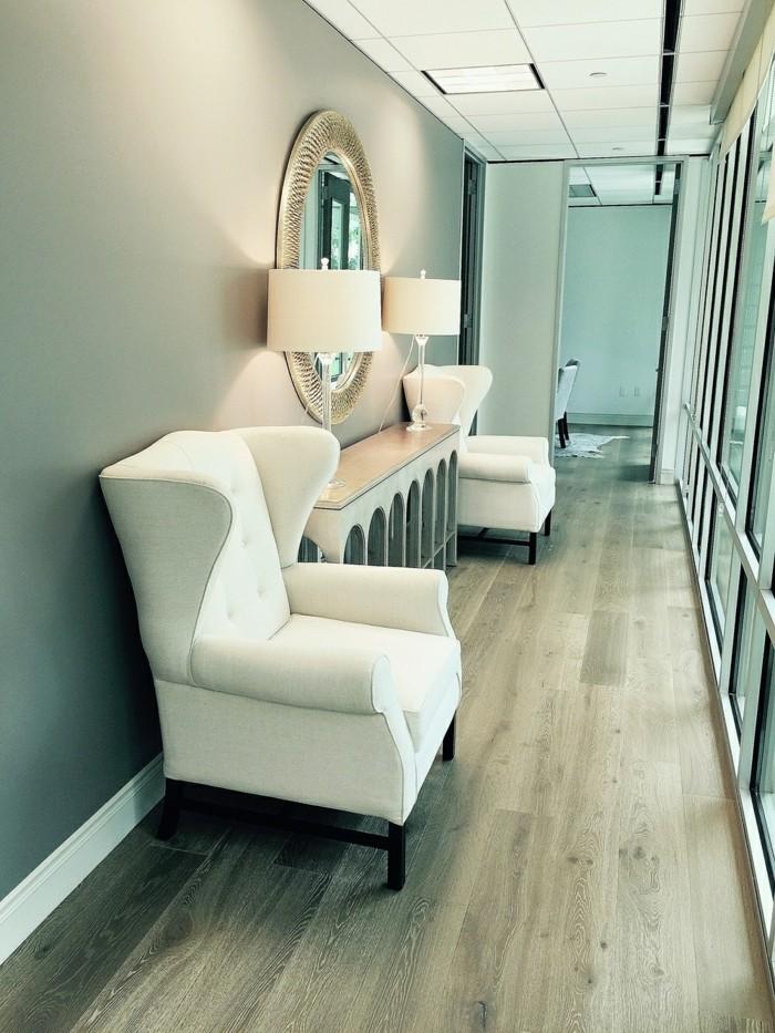 178-grand-miroir-chambre-deux-fauteuils-blancs
