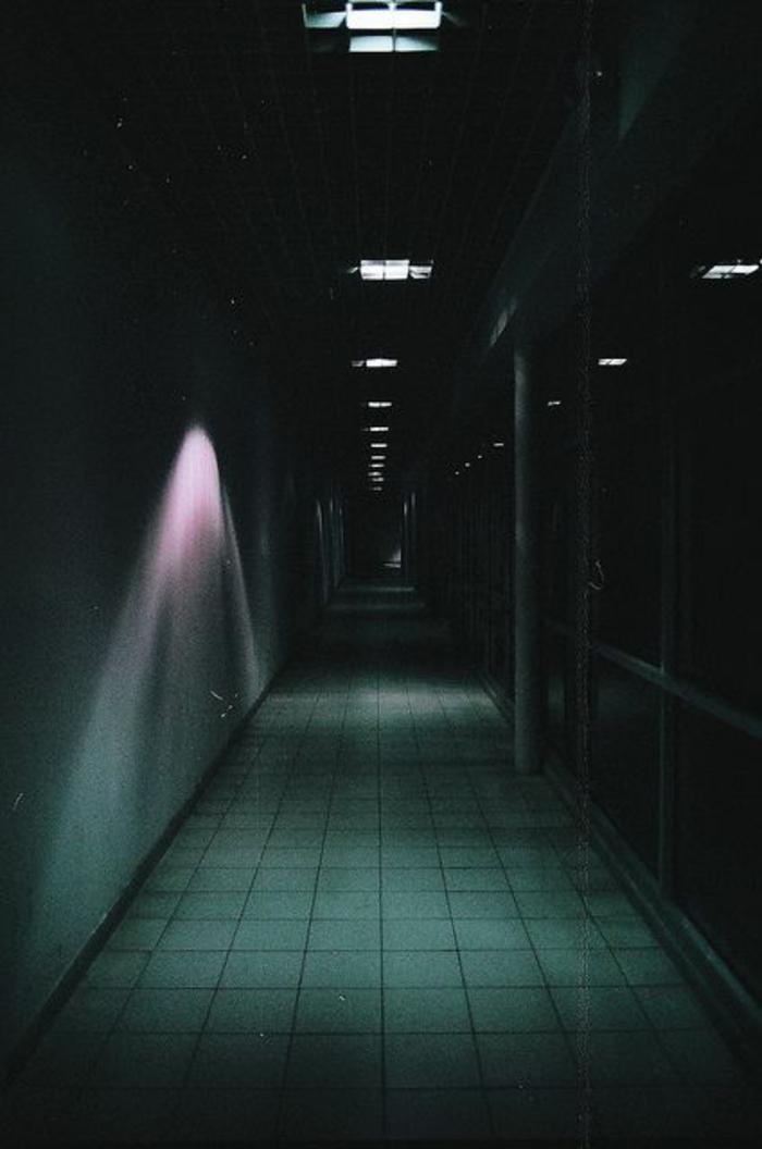 18-éclairage couloir. Couleurs sombres