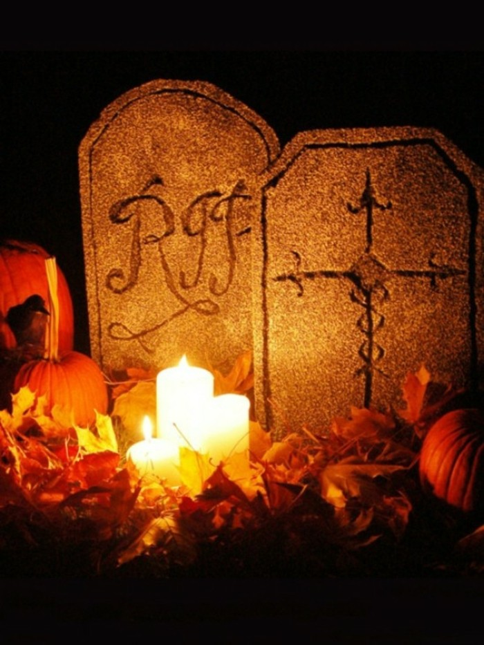 idee-bricolage-halloween-cimmetiere-terrifiant-tombeau-fait-de-styrofoam
