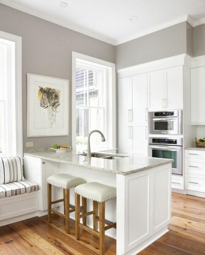 cuisine-grise-équipée-peinture-meuble-cuisine-blanche-ambiance-sereine-accueillante
