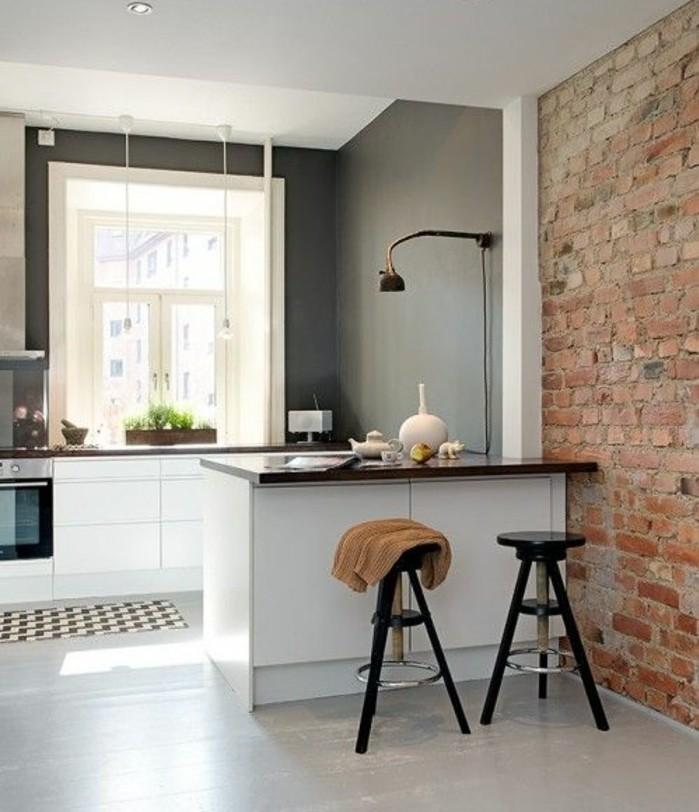 cuisine-taupe-exemple-peinture-cuisine-moderne-et-élégante-au-goût-industriel-idée-intéressante-mur-en-briques