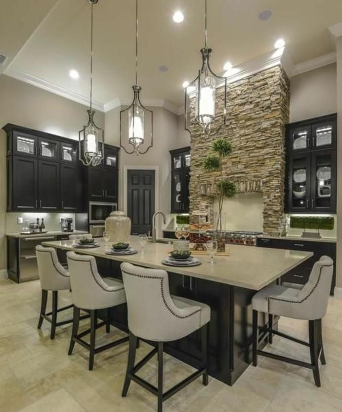 joli-décor-cuisine-grise-îlot-transformée-en-coin-repas-pour-toute-la-famille-meubles-cuisine-en-bois-ambiance-très-accueillante