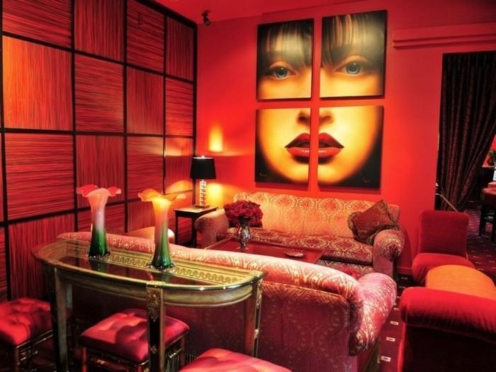 quelle-peinture-choisir-pour-la-deco-salon-le-rouge-est-une-bonne-option-idee-interessante-deco-murale-portrait-canapes-vintage-ambiance-romantique
