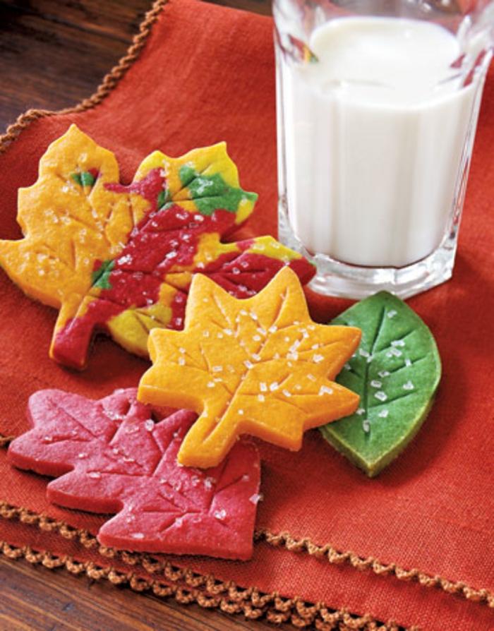 bricolage-halloween-facile-couronne-faite-de-biscuits-multicolores