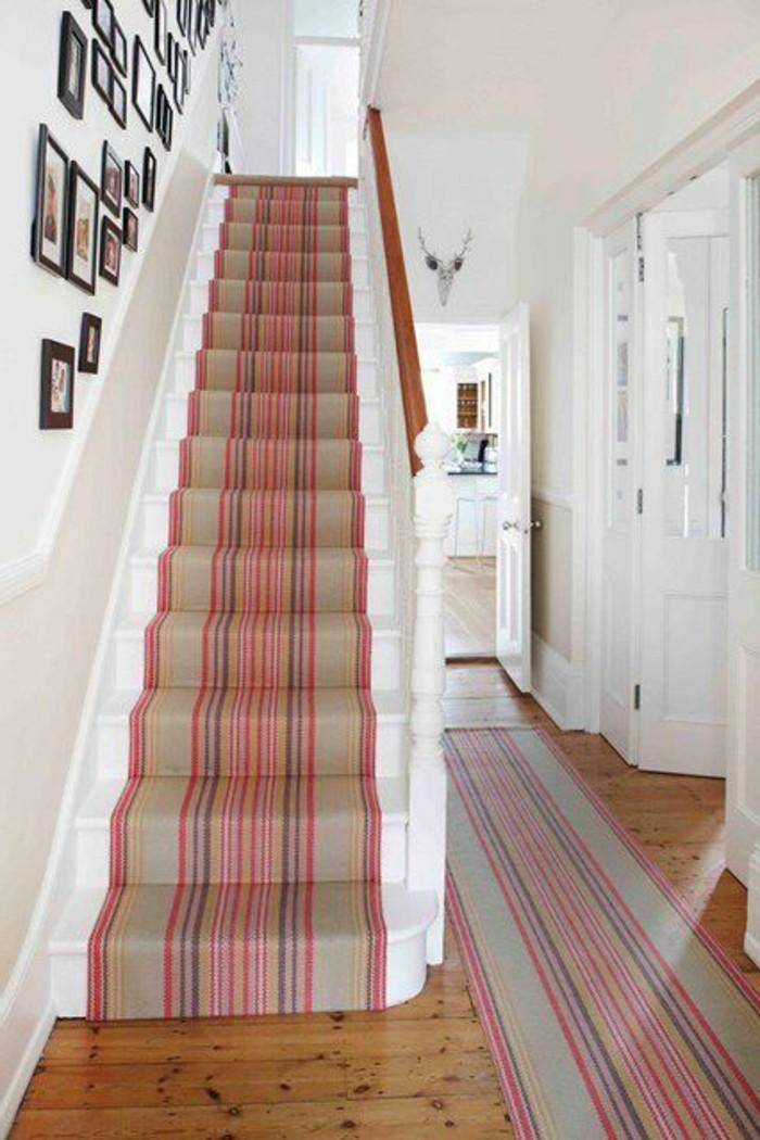 28-tapis-de-couloir-un-escalier