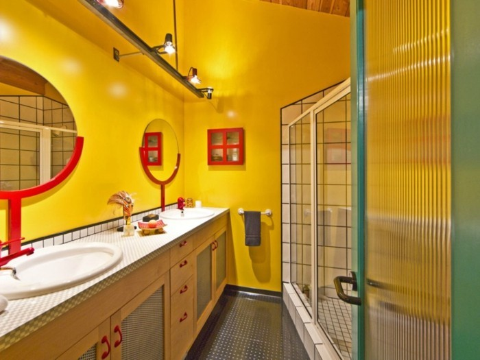 idée-peinture-salle-de-bain-jaune-très-fraîche-double-vasque-à-encastrer-cabine-de-douche-miroir-rond