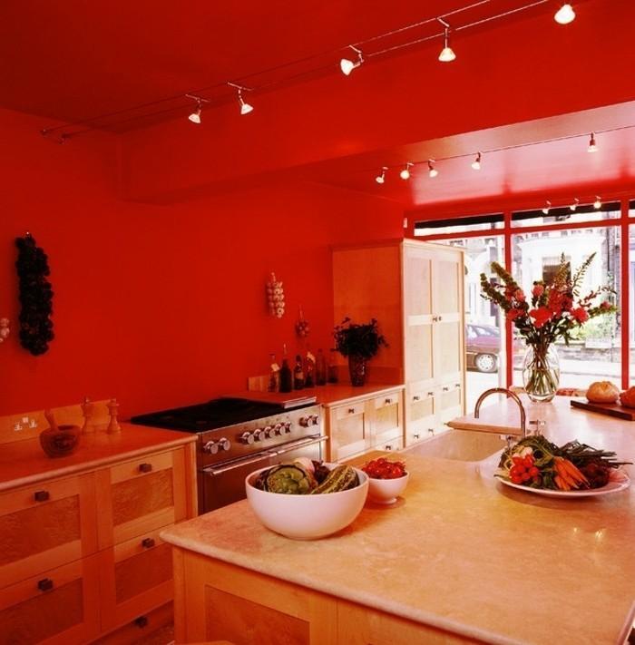 modele-de-cuisine-moderne-couleur-peinture-cuisine-rouge-meubles-cuisine-en-bois-îlot-cuisine-ambiance-romantique