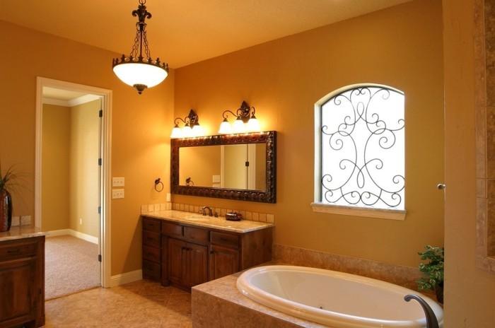 peinture-salle-de-bain-jaune-ocre-maubles-salle-de-bain-en-bois-miroir-avec-joli-encadrement-en-bois